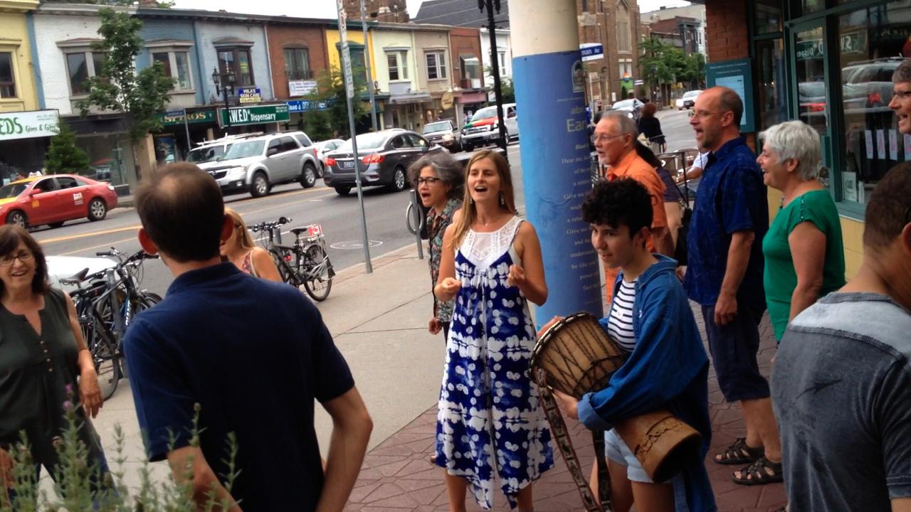 Toronto Street Singing